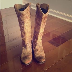 FRYE wax coated DISTRESSED BOOTS. Size 8.